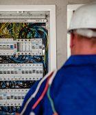 Se busca electricista